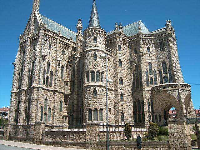 palacio-episcopal-de-astorga-camino-frances